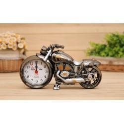 Hodiny ve tvaru motorky