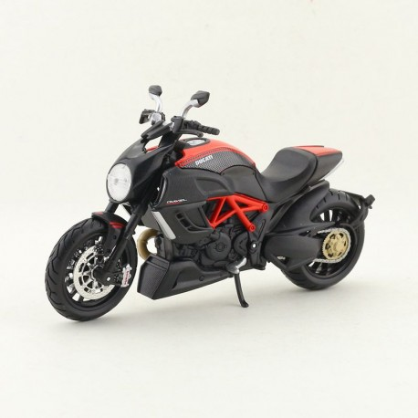 Kit modelu Ducati Diavel Carbon